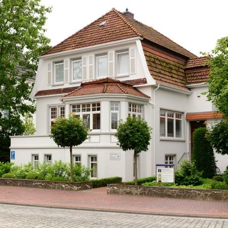 Außenansicht der Zahnarztpraxis in Bad Zwischenahn